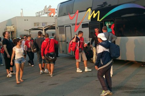 Treneri sami platili autobuse, deca pokradena pred put
