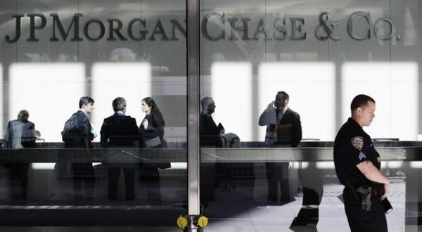 SPEKTAR Bankarske prevare: Ovako banke pretvaraju ljude u robove i vladaju svetom