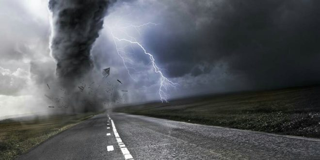 Ko uraganima daje imena?