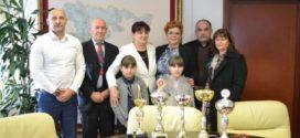 Ministar, Jasmina Davidović, ugostila mlade šahistkinje, Milanu i Mašu Babić iz Teslića