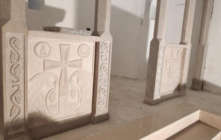Hram u Tesliću dobio impozantan ikonostas, rad Željka Aleksića (FOTO)